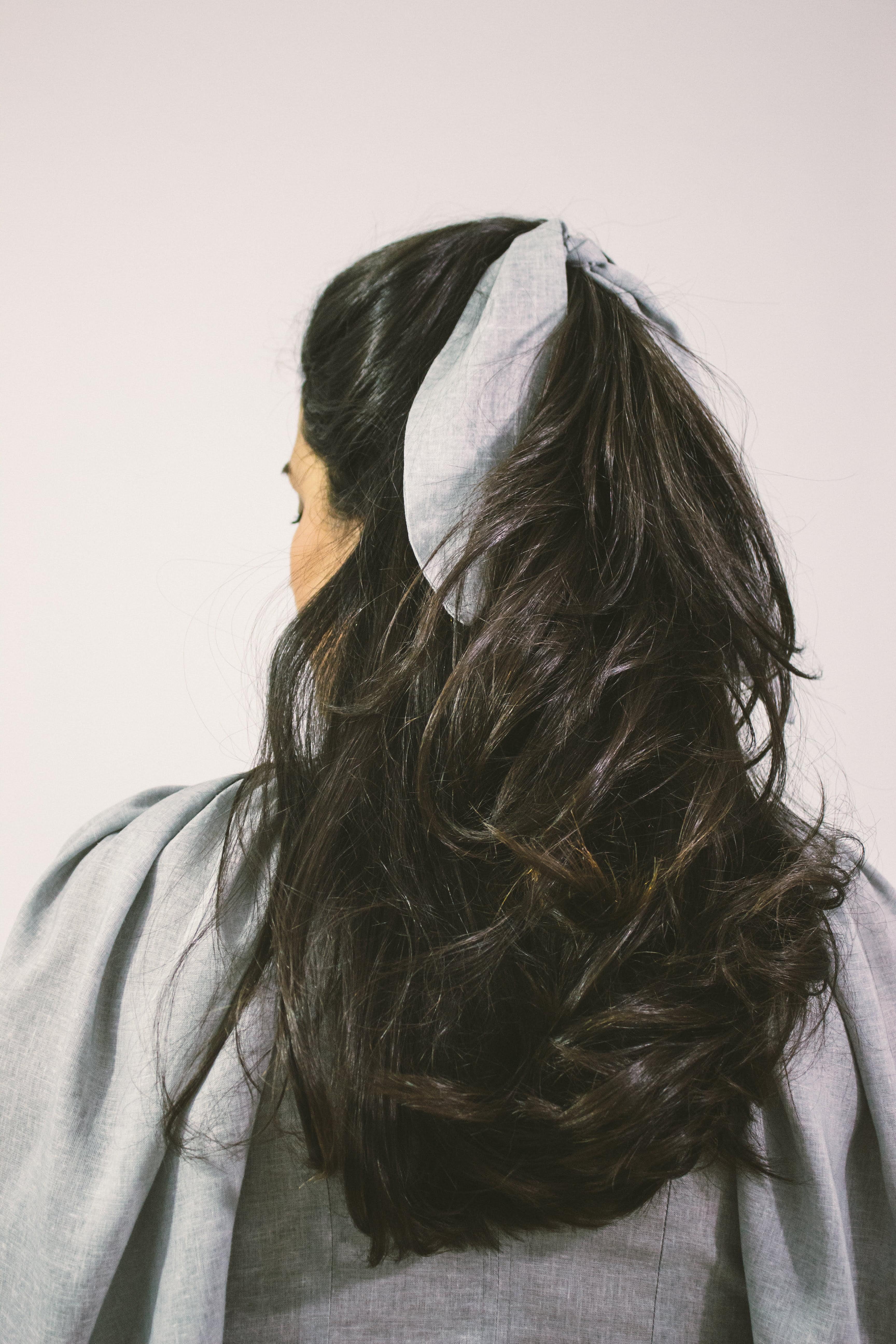 Woman wearing grey hair band
