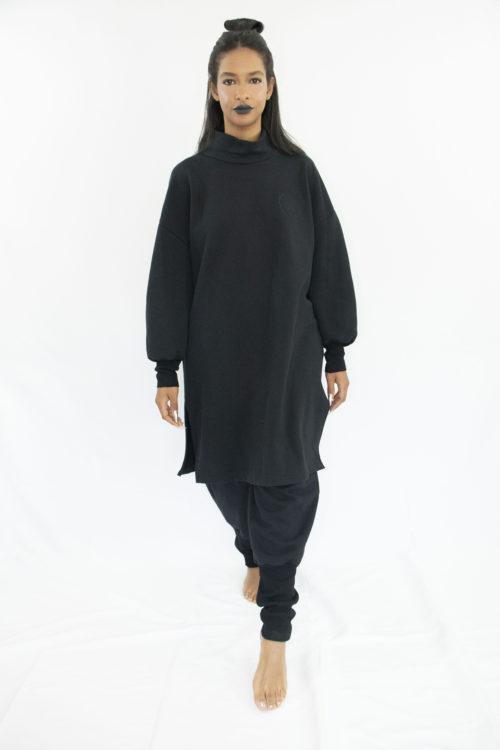 Woman wearing black unisex sweatpants in organic cotton